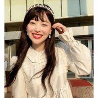 韓国アイドルグループ元f(x)のソルリは亡くなったのですか?自殺ですか?最近知りました。