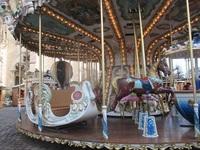 遊園地のメリーゴーランドは馬に乗りますか?馬車に乗りますか?