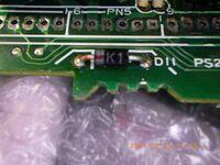 電気部品のダイオードについて 実際の表示しか分からないのですが、型名を特定できるでしょうか。 ②表示 K1 写真添付します。 よろしくお願いします。