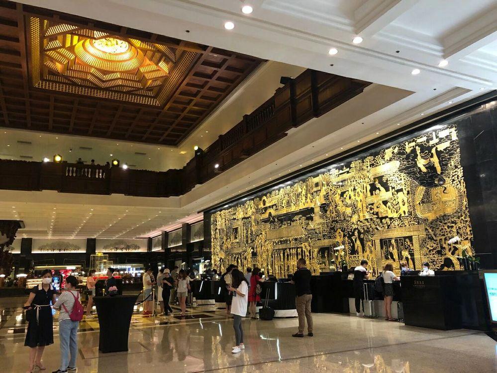 こちらの画像、シンガポールのホテルのようですが、どなたか何と言うホテルが分かる方いらっしゃいますか?