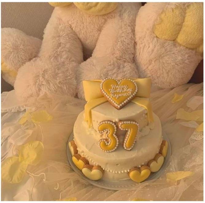 本人不在の誕生日会のケーキの作り方 近々、推しの誕生日なので本人不在の誕生日会をしようと思っているのですが、画像のような2段ケーキのおすすめのレシピはありますか? 全く同じようなケーキでなくても...