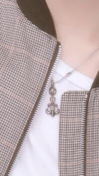 このネックレスのブランドわかる方いますか??メンズです。