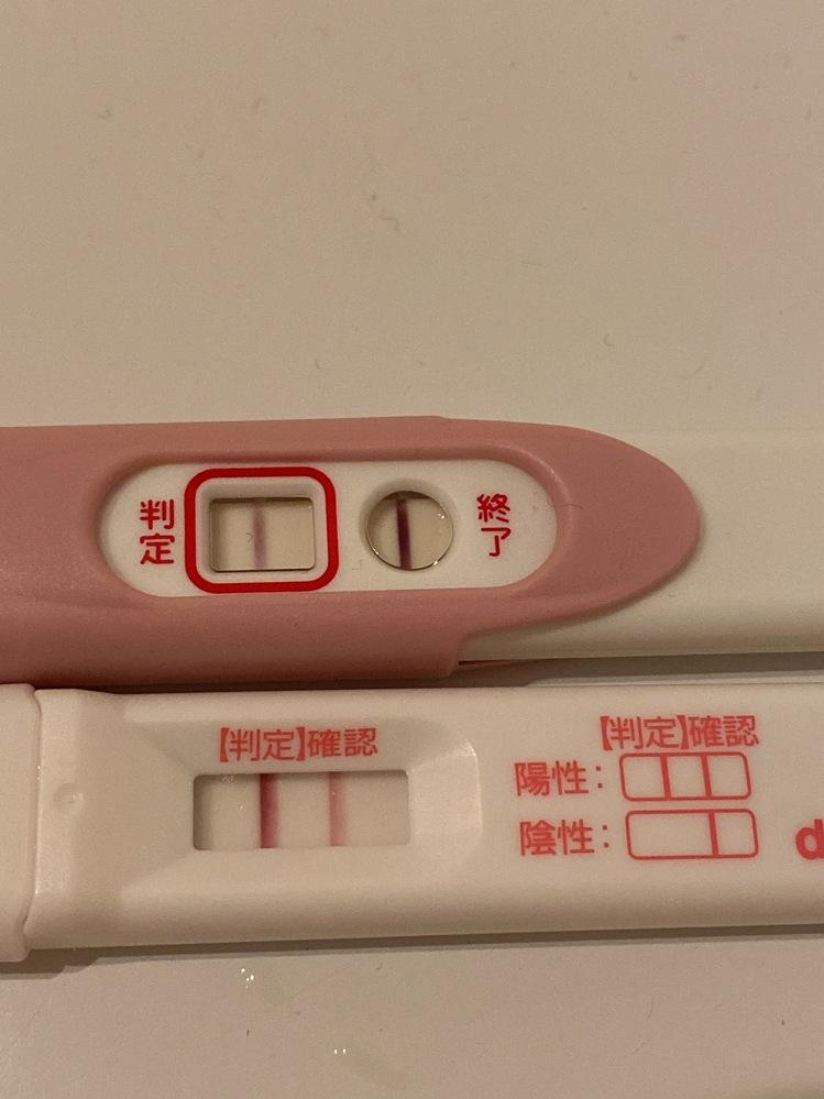 早く胎嚢確認したいです。 (妊娠検査薬の写真あります) 検査薬を試しました。 生理予定日に検査するとうっすら陽性(蒸発線と見間違えるレベル) 画像の上は生理予定+5日のもの 下のものは生...