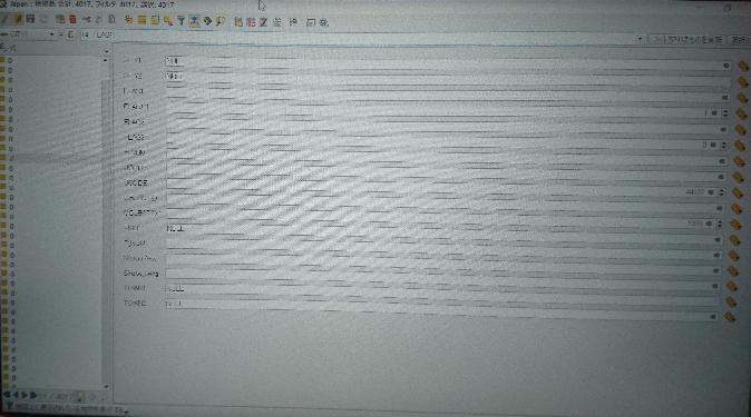 QGISという地理情報システムのソフトに関する質問です カテゴリが分からなかったので近い分野のものに設定しました 質問 属性テーブルの画面が画像のようになりました 前はExcelのような画面だ...