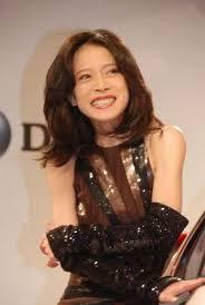 中森明菜さんの曼珠沙華と山口百恵さんの処女伝説どちらが好きですか?
