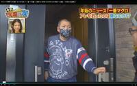 こんにちは。探している服があるんです。この画像は1月20日に中京テレビで放送された「それって実際どうなのか? 」の画像です。この男の人の服のメーカー、何という服、が知りたいです。また知っていたら紹介さ...