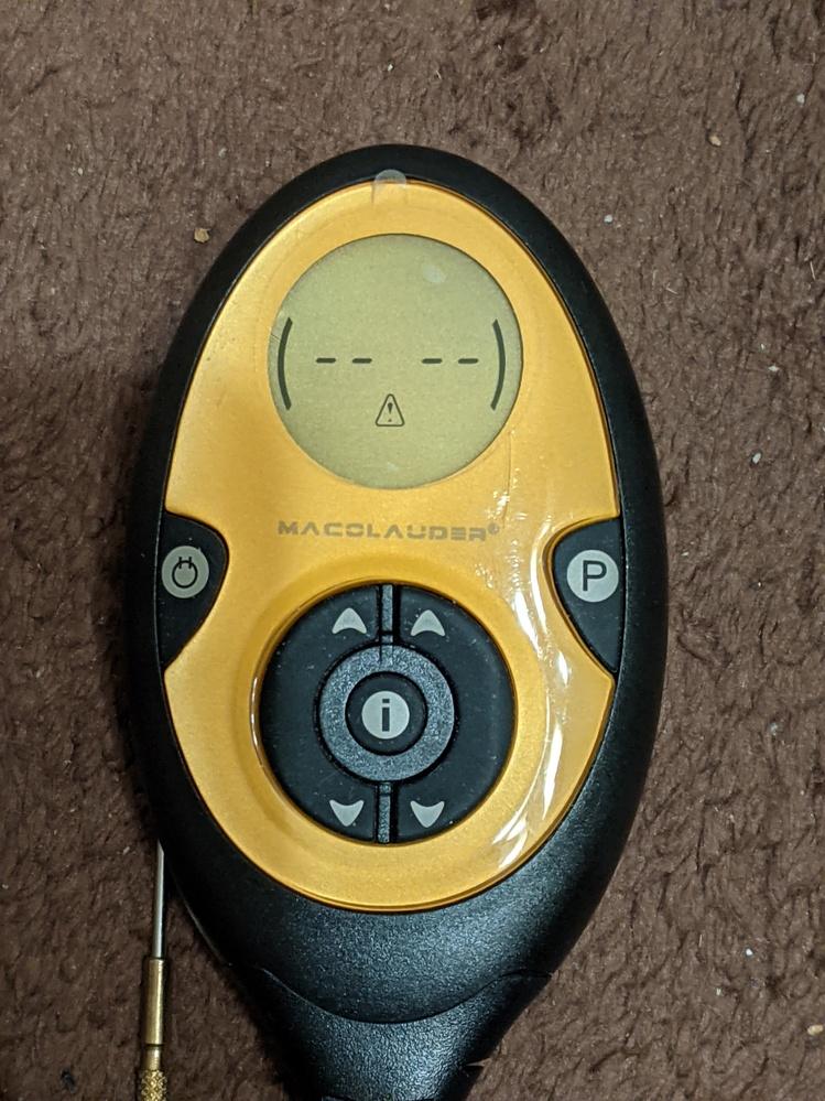 スレンダートーンの偽物を利用しているのですが、電池が駄目になり新しいものに交換し充電して使用たところ、 スイッチを入れて強さボタンを押すとピッピッピッという音とともに画像のような三角形のマークが...