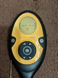 スレンダートーンの偽物を利用しているのですが、電池が駄目になり新しいものに交換し充電して使用たところ、 スイッチを入れて強さボタンを押すとピッピッピッという音とともに画像のような三角形のマークが点滅します。説明書がないためわかりません。何が原因がわかる方いらっしゃいますでしょうか?