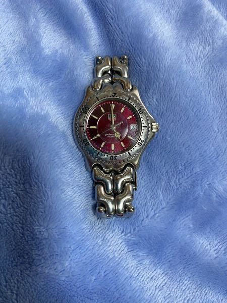 この時計なんですが、メルカリで売るとしたらいくらが妥当ですか?親から売っていいと言われて渡されましたが、時計に詳しくなく、全然わからないので是非教えていただきたいです!