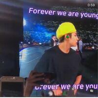BTS ライブ このライブ映像をじっくり観たいのですがどのタイトルのライブか分かりますか? おそらくフィナーレで観客が歌っていて、メンバーが感動で涙しています。 またYouTubeなどで観れますか?