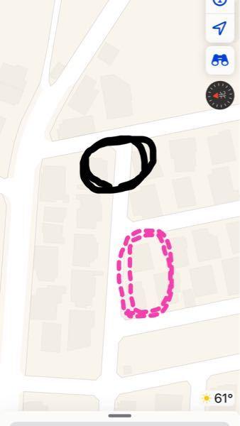 毎日平日ここに車が曲がり角ギリギリに止めてあります。左寄せ(二台くらいが黒い丸のところに) 私の家はピンクの線のところなのですが毎回曲がる時に邪魔だなぁとおもってます 近くの会社の方が止めてるん...