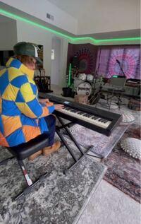 ジャスティンビーバーが約16時間前位にインスタのストーリーに上げていた キーボードで弾いてた音楽ってなんでしたっけ、?? どなたか教えてください!!  ジャスティンビーバー 洋楽 ジャスティン