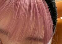 早めの回答だとありがたいです(><) 画像のようなピンク強めのほんのりラベンダーっぽいカラーなのですが、ピンクシャンプーがなくムラシャンしかもっていません。今日1日だけでしたらムラシャンでも問題な...
