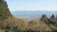 山の名前に詳しい方にお聞きします。 奈良県葛城市山口地区から奈良盆地を挟み東側に連なる山々の中に、富士山のような形をした山が見えました。これはなんという山でしょうか。山口地区は、山口千塚古墳群のあるところで撮影ポイントはgoogle mapにもある末高大明神から東側をみたところです。画像の左側三分の一辺りにに見える山です。よろしくお願いします。