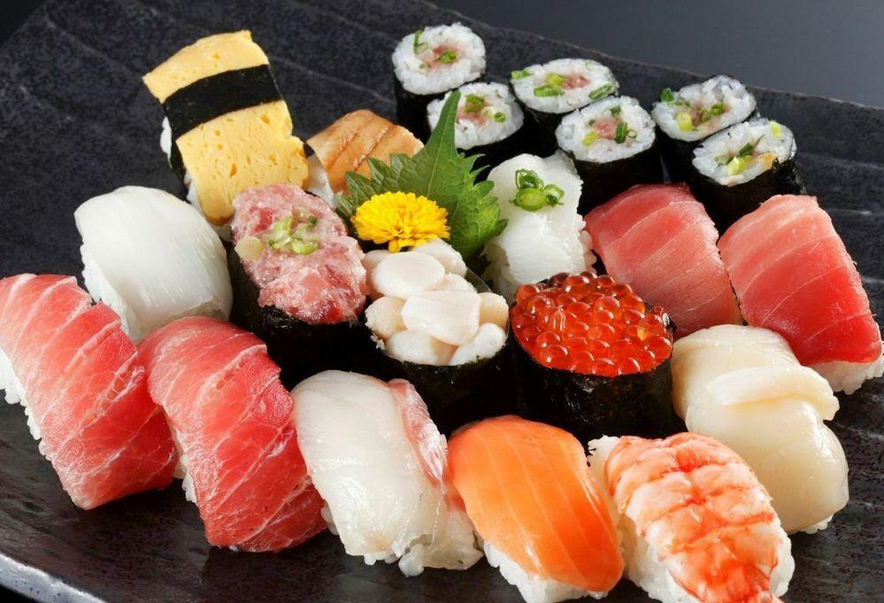 お寿司は一番最初に何を食べますか?