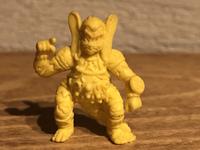 キャラクター名を教えてください。おそらく昭和の食玩かガチャガチャだと思うのですが、ネクロスの要塞やドキドキ学園ではなさそうです。 サイズは少し小さめです。わかる方がいらっしゃいましたらご教授ください。