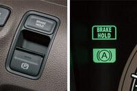 ブレーキホールドの車ってホールド中はストップランプが点いてるんでしょうか? それとも、後ろの車からはブレーキ踏んでないように見えるんでしょうか?