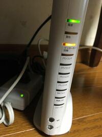 ソフトバンク光のWi-Fiの機械についてです。 Wi-Fiが繋がらなくなったので、再起動が必要かと思いリセットボタンを5秒以上押してしまいました。 後に5秒以上押したら初期化みたいになると知ったのですが、また再設定が必要ということでしょうか? それともサポートセンターに電話などが必要なのでしょうか?