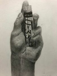 東京藝術大学を目指している中3です。 手のデッサンを5時間で描きました。 絵の具を持つ手です。 講評お願いします。