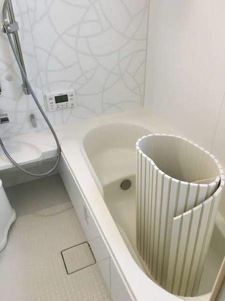 お風呂の蓋を浴槽の中に立てておくと、次の日には跡がついています。これは汚れを洗い流せていないからでしょうか?毎日サーっと流してはいます。
