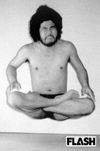麻原彰晃こと松本智津夫は「最終解脱者」と自称していましたが、仏教界も認めた解脱者は存在していた、または存在するのですか? また、即身成仏と解脱は同じもの、または類似したものなのですか?