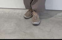 この靴の名前わかる方いますか? NIKEかな?と思うのですが‥ 同じのが欲しく、探していますが探し方がわかりません。 よろしくお願いします。
