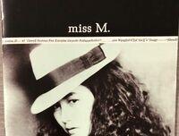 中島みゆきアルバム「miss M.」についての質問です(3つ) (1)タイトルの「miss M.」のmissは、「Miss」のMを小文字にしただけなのか、それとも「I miss you」などに使われるmissで主語 「I」 を省略したものなのか、どちらでしょうか。(後者の場合、命令形では意味をなさないように思うので単に主語を省略しただけと考えますが、もし命令形でも意味が通じるのであれば下記2...