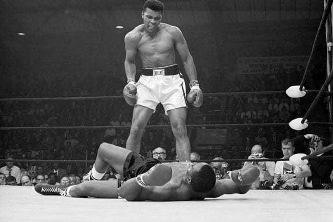 最強のボクサーは?と訊かれ、 マイク・タイソンと答えるのは、にわかボクシングファン。 レノックス・ルイスと答えるのは、ボクシングファン。 モハメド・アリと答えるのは、一流のボクシングファン。 ソ...