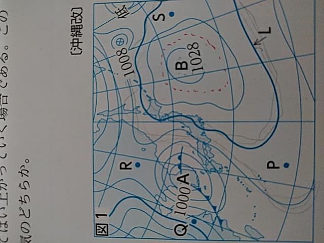 明日テストなんです!! 急ぎで、写真横ですみません! 教えてください!! Quest P地点の気圧は何hPaか。 答えは1018hPaなんですけど、1014じゃないんですか!?