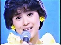 松田聖子の「チェリーブラッサム」67.4万枚と 中森明菜の「ミ、アモーレ」63万枚  とではどちらが好きですか?? 中森は、この曲で、大まぐれで、レコード大賞を取り、皆中森ファンは、何の値打ちも無いレコ...
