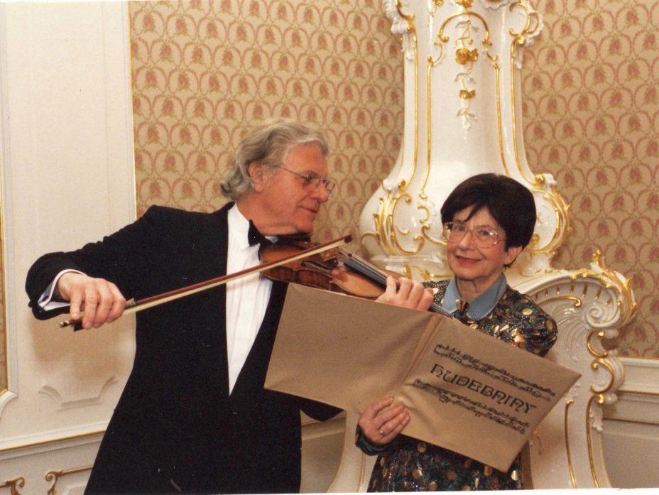チェコスロバキアは、小国であるのに、 幾人もの大作曲家や、素晴らしい名演奏家を輩出しています。 これにはどんな理由があるのでしょう。