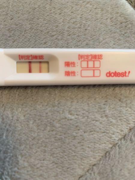 妊娠4週茶色い出血?おりものについて。 妊娠4週1日で病院へ行き胎嚢はもちろん確認出来なかったので、1週間後に来て。と言われました。 今日で妊娠4週4日?5日?なのですが昨日の夜から茶色い出血、...
