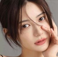 この女性の名前わかりますか? 好きな顔の画像を貼るトピックで、たまたま見つけたて綺麗な方だな~と思ったのですが、モデルとか、女優さんですかね?