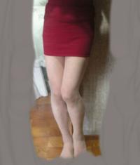脚、太いですか? この脚でこんなミニスカートを履いてもいいですか? 脚を細く、綺麗にする方法を教えてください。