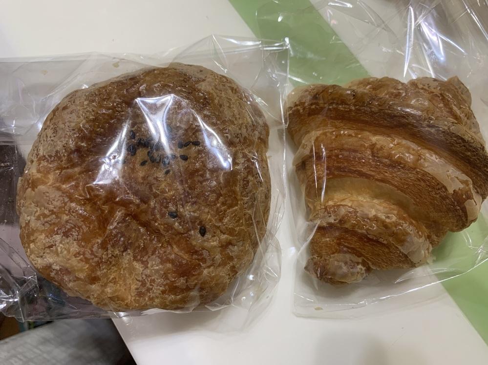 クロワッサンの生地の中にあんこが入っている パンを頂きました 神戸のパン屋さんで朝早く行かなくては売り切れると聞きました。 どこのお店のか教えて欲しいです