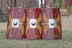 古代ローマの盾(スクトゥム)の紋章はどうやって塗装していましたか? それ以外でも機械のない時代に絵をコピーするのは大変そうです