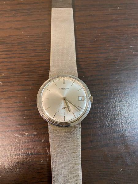 腕時計について。 写真の時計を私のひいおじいさんが持っていたようなんですが、この時計はなんという種類のものなのでしょうか。わかる方いましたら教えて頂けませんか。