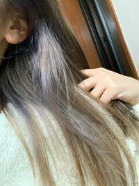 美容室でブリーチをしてミルクティーベージュ色に染めてもらいました。ムラがすごくて悩んでます。私は初めてのブリーチでした。 ブリーチやヘアカラーをした後髪の毛を洗ってはいけないことを知らなくて担当の方...