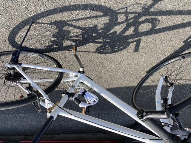 自転車のフレームを塗装しました。白く塗装したのはいいのですが、何故か安っぽく見えてしまいます。 少し、高級感をだすには何をしたらいいと思いますか??