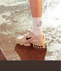 スニーカー好きな人に質問です この靴は何?と、聞かれたらみんな答えられると思いますか?  スニーカーダンクやスニーカーズを毎日見てるような人は答えられますか?
