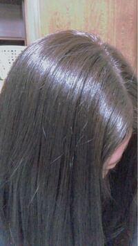 この茶髪からグレージュカラーのような暗く、透け感のある髪色に1度で変えることは可能でしょうか?ブリーチは必要でしょうか?3日ほど前に行った美容室で思った色にならず生え際が毛先側より色が濃く染まってしまい ました。