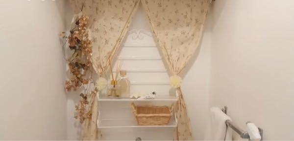 カントリー系の雑貨を探してるんですが、このカーテンや、壁に付けてるワイヤーみたいなのってどこに売っているかわかりますか?
