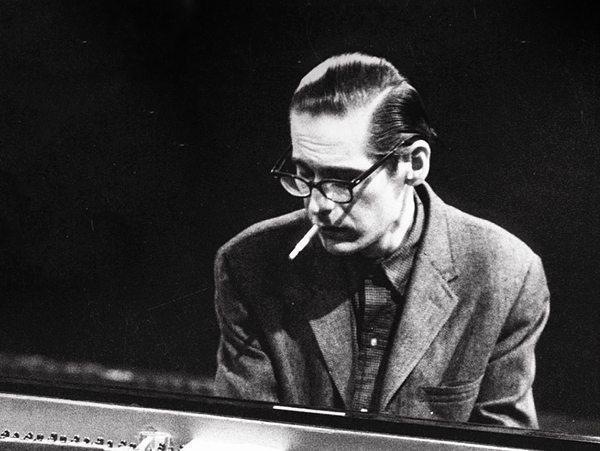 ジャズは夜が似合い、 クラシックは昼が似合うのはなぜですか。 私の考えは、クラシックは必ず楽譜を見ますから、 夜は演奏できないからではないでしょうか。