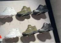 ニューバランスのこの靴の商品名わかりませんか?? ショップに行って良さそうな靴を写メ撮ったんですが肝心のスニーカーの型番メモるの忘れてました。。。写真だけでわかる方いますでしょうか?よろしくお願いいたします。