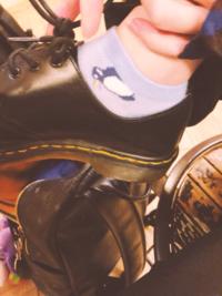歌い手 KnightA ゆきむら。さんが履いているこの写真の靴はなんというブランドの物でしょうか?
