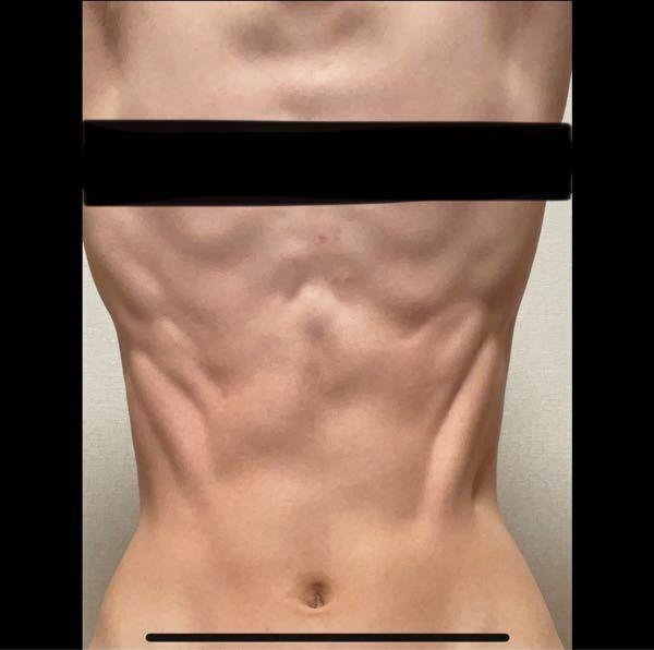 この腹筋は割れてるに入りますか?男性でも女性でもいいので教えてください。