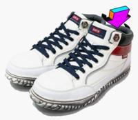 ハイカットの安全靴です。 一番上の紐穴には紐を通さないものですか? 通すと履いたり脱いだりができません。 カタログ等を見ると写真のように一番上の紐穴には紐を通して無いものが多いです。 通さないと見た目が悪いですかね?