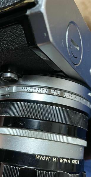 Nikonのフィルムカメラ、Nikomatを中古で買いました。 ASAを設定しようとしても硬すぎて動きません。 ネットで調べても「硬いです」とは書かれているものの何かボタンを押しながら、などという表記は見つけられませんでした。 中古品ですし発売から相当経っている品だというのも重々承知しておりますので経年劣化的なもので硬くなってしまったのか、実はなにか動かすためのコツがあるのか、知りたいと思...