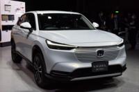 新型のヴェゼルはマツダで例えると何の車に似てますか?