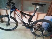 自転車に無知で キャノンデールのマウンテンバイクなんですが この自転車に取り付けできるスタンドはありますか? お願いします。 いつ頃のどんな車種かもわからないので わかるかた教えて下さい。